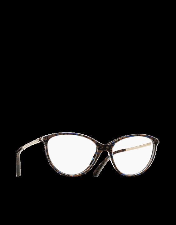 3c43d08dadda49 ... lunettes se base sur des thèmes forts qui identifie fortement l image  de la maison haute couture  le camélia, le noeud, le double C, le tweed, le  cuir…