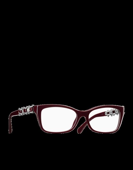 25e711444dcfe Les Lunettes Chanel Bijou représente la maison dans son écrin haute  couture. La collection 2015-2016 utilise les pierres et perles pour un look  baroque et ...