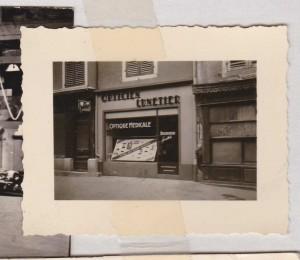optique balducelli opticiens a montbéliarde depuis 1946 enseigne noir et blanc retro vintage